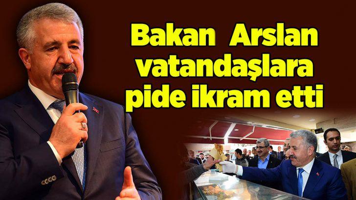 Bakan Arslan Sancaktepe'de vatandaşlara pide ikram etti