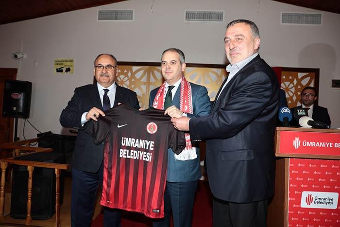 Bakanı Kılıç Ümraniye'de sporcularla bir araya geldi