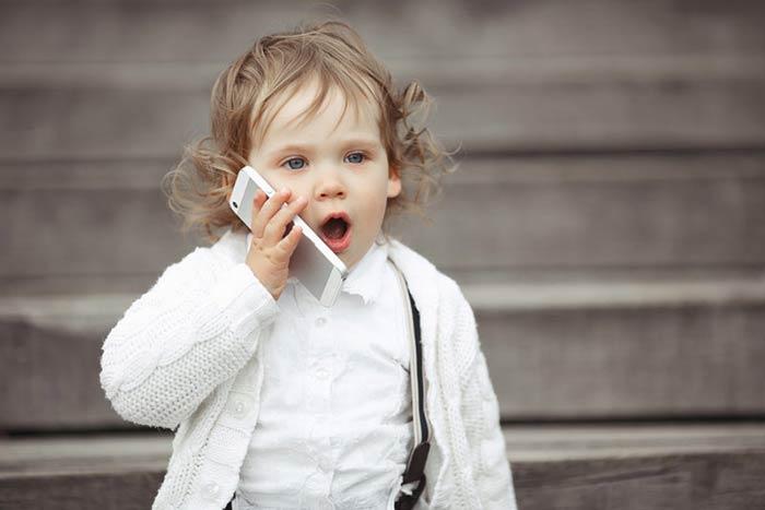 Birden çok dile maruz kalan bebek geç konuşabilir!