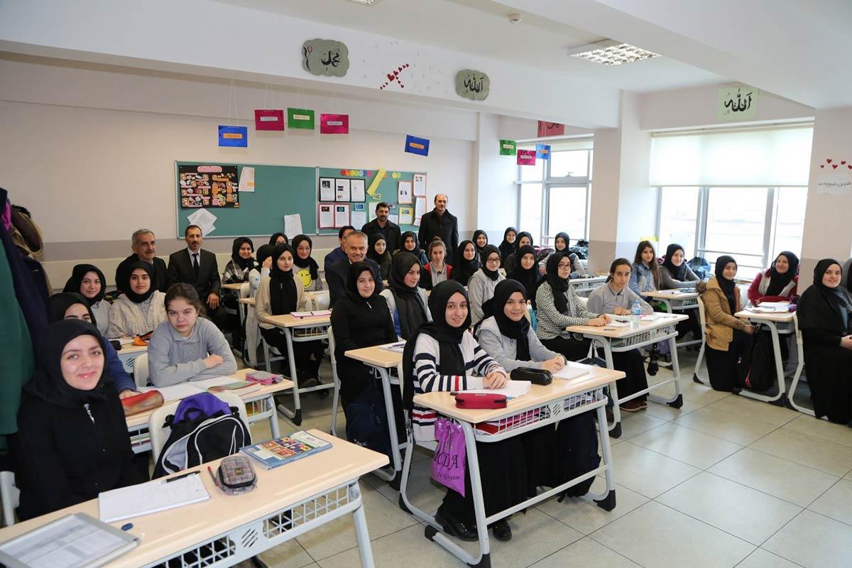 Poyraz, İstiklal Marşı'nın kabulü ve Mehmet Akif Ersoy'u anma programına katıldı