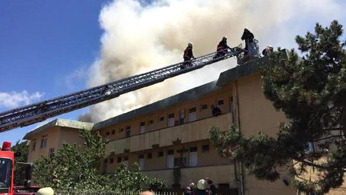 Beykoz'da meslek lisesinde yangın
