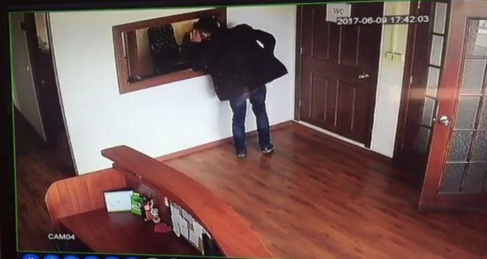 Pendik'te cep telefonu hırsızlığı kamerada