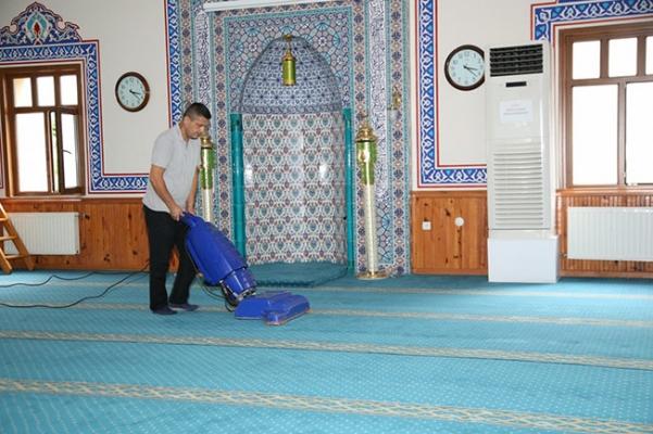 Çekmeköy'de İbadethaneler bayrama hazırlanıyor