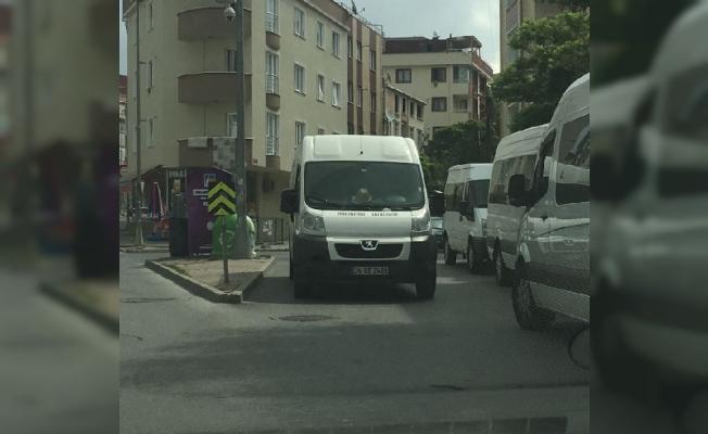 Çekmeköy'de gelişi güzel parklanma…Trafik polisi nerede?
