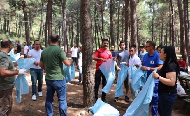 Kartal Belediyesi, dernek üyeleri ile birlikte  Aydos Ormanı'nı temizledi