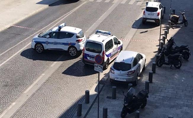 Marsilya'da minibüs kalabalığın arasına daldı!