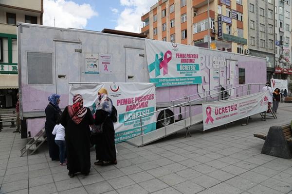 Mobil Mamografi Tırı Kent Meydanı'nda