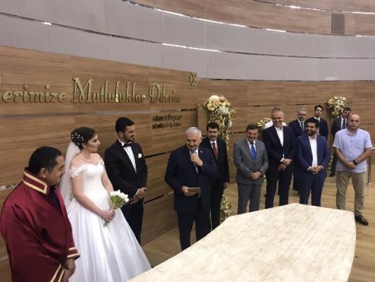 Başbakan Yıldırım Çekmeköy'de nikah şahidi oldu
