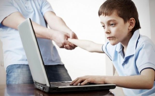 Çocuklarda Kontrolsüz İnternet Kullanımı Obezite Nedeni