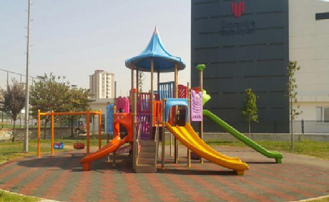 Ümraniye Belediyesi parkları yenilemeye devam ediyor
