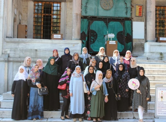 Tuzla Belediyesi Anne Çocuk Eğitim Merkezi kursiyerleri, camileri ziyaret etti