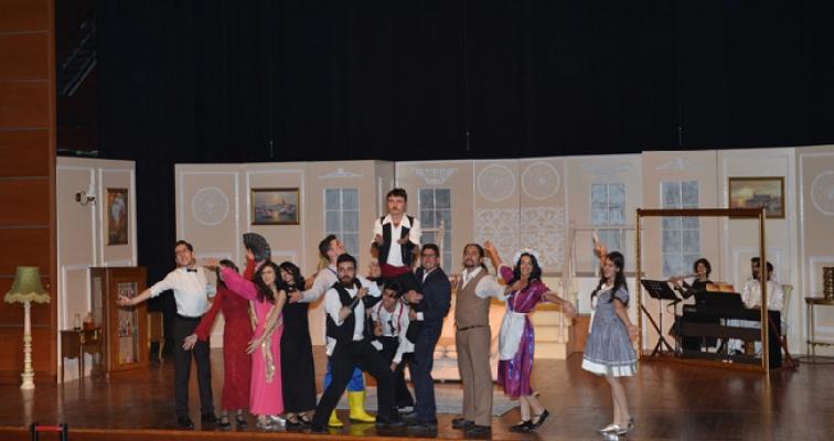 """Tuzla Belediyesi Gençlik Merkezi, ilk müzikalinde""""Lüküs Hayat""""ı sahneledi"""