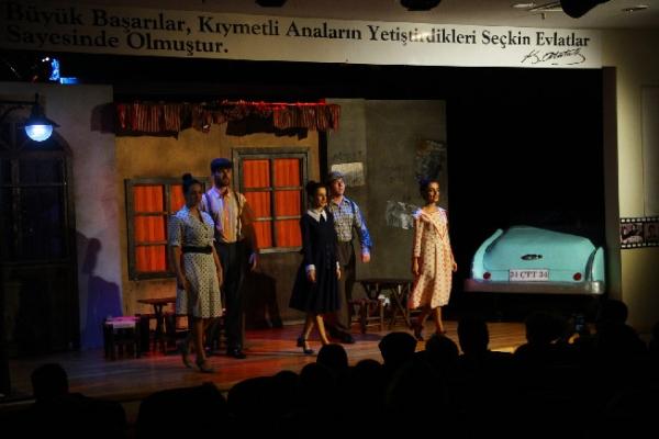 """""""ŞOFÖR NEBAHAT"""" KARTAL'DA İLGİYLE İZLENDİ"""