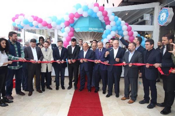 Hasan Can Alaçatı Muhallebicisinin açılışına katıldı