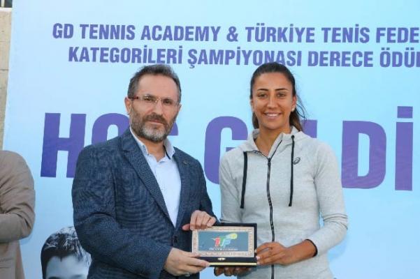 Türkiye Tenis Federasyonu Kış Kategorileri Şampiyonası Ödül Töreni Çekmeköy'de Yapıldı