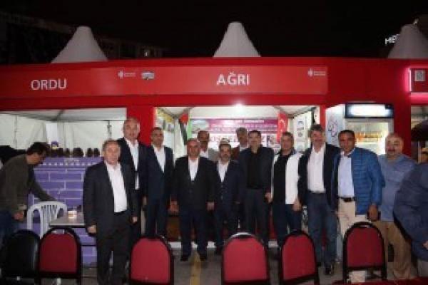Başkan Hasan Can, Ağrılılar Derneğinin standını ziyaret etti