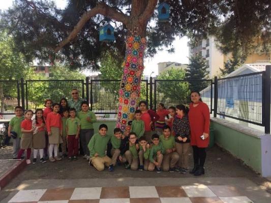 Kartal Mehmet Hilmi Altay İlkokulu Öğrencilerinden Ağaçlara El Örgüsü