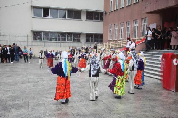 Nevzat Ayaz Anadolu Lisesi yıl sonu sergisi açıldı