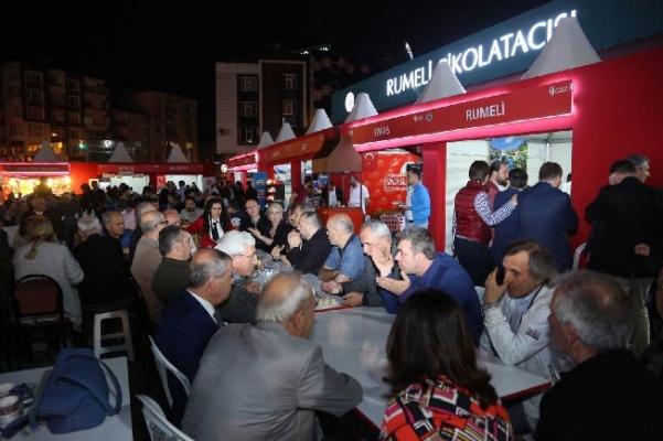 Başkan Hasan Can Rumelililer Derneği Standını ziyaret etti