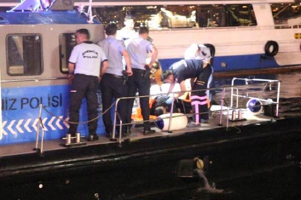 Denize düşen kişiyi, deniz polisi kurtardı