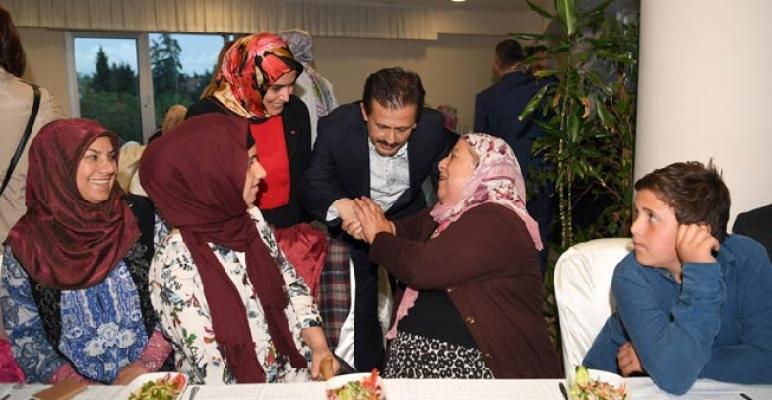 Gönül Elleri Çarşısı, 23. Geleneksel Yetimler Haftası İftarı düzenledi