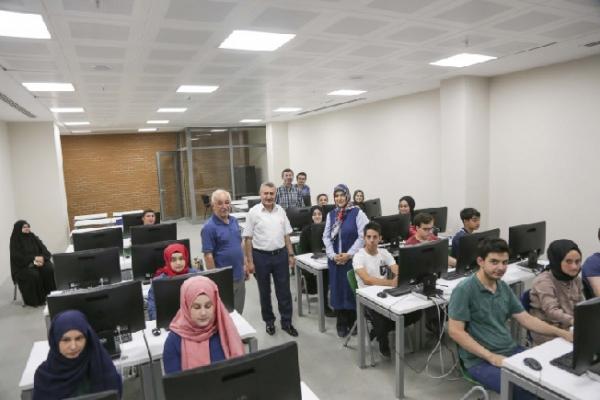 TAÜ'den Boğaziçi Anadolu İmam Hatip'e kodlama eğitimi