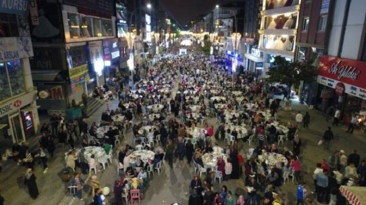 Ümraniye'de binler sahur sofrasında buluştu