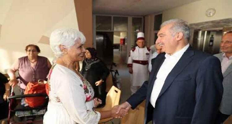 Başkan Uysal, Kayışdağı Tesisleri'nde yaşlıları ziyaret etti