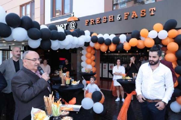 Başkan Hasan Can, Burger@ restoranının açılışını yaptı