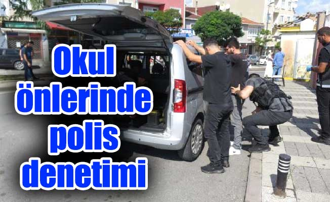 Okul önlerinde polis denetimi