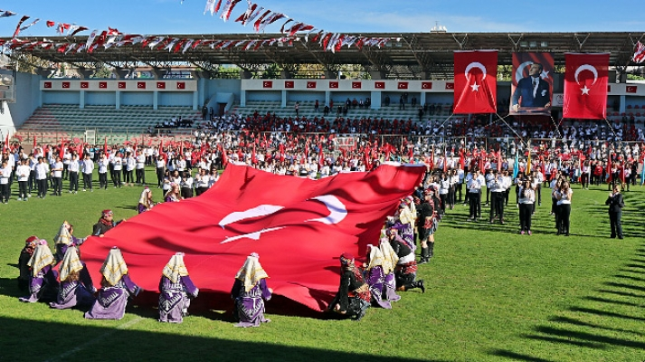 Cumhuriyet Bayramı Maltepe'de coşku ile kutlandı