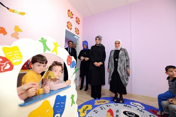 Dr. Fatma Yazıcı, Anne Çocuk Eğitim Merkezi'ni ziyaret etti