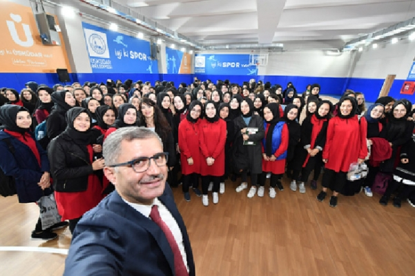 Üsküdar Belediyesi, yeni spor salonu ve otoparkı açtı