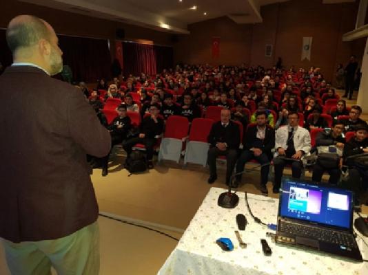 Tarihçi Kadir Murat Öztürk öğrencilerle bir araya geldi