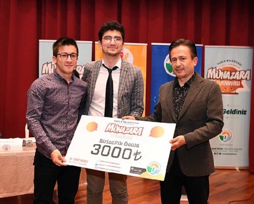 Tuzla Belediyesi Liseler Arası Münazara Turnuvası düzenledi