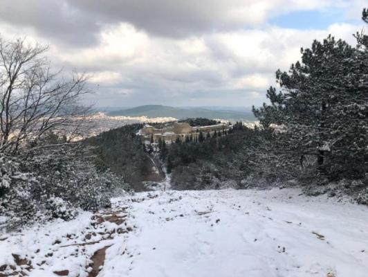 Aydos Kalesi'nde kartpostallık kar manzarası