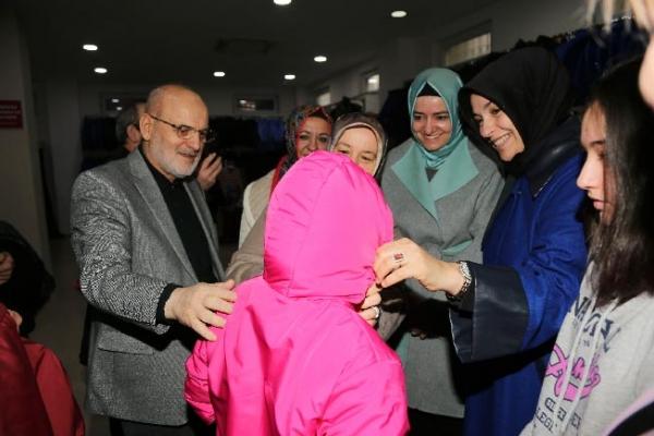 Sosyal Market'ten 400 Çocuğa Kışlık Giysi