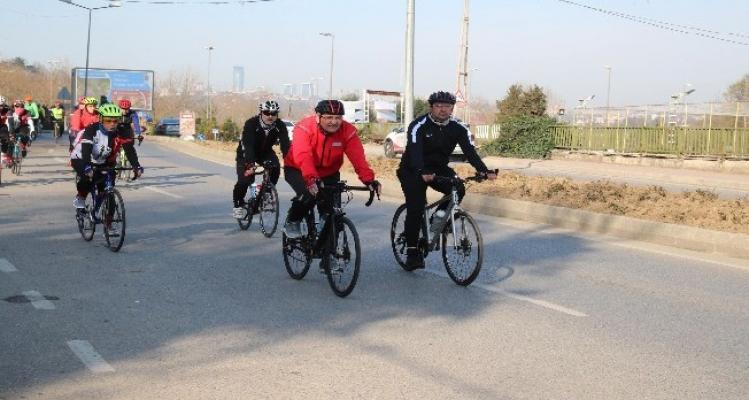 Murat Aydın Beykoz'da 25 kilometre pedal çevirdi