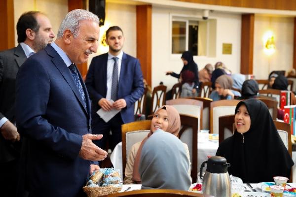 30 ayrı ülkeden 400 öğrenci Ümraniye iftar sofrasında buluştu