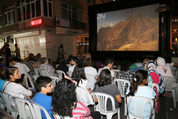 Ataşehir'de Akşamları Yazlık Sinema Keyfi