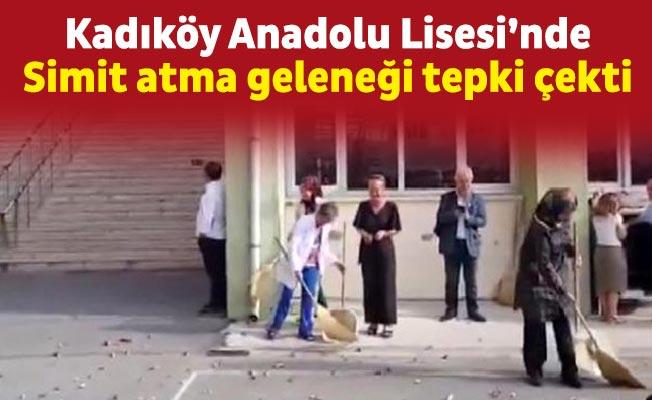 Kadıköy Anadolu Lisesi'nde simit atma geleneği tepki çekti