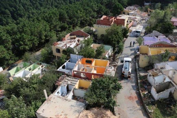 Kartal'da Kentsel Dönüşüm İçin Boşatılan 40 Metruk Bina Yıkılıyor