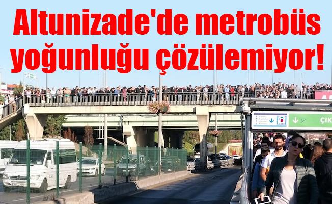 Altunizade'de metrobüs yoğunluğu çözülemiyor!