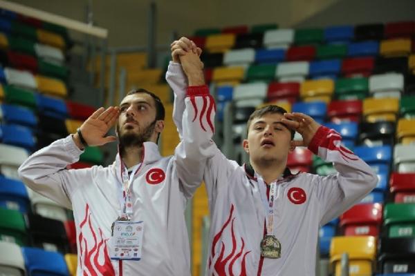"""İBB'nin Desteğiyle """"Özel Sporcular Avrupa Salon Atletizm Şampiyonası"""" İstanbul'da Düzenlendi"""