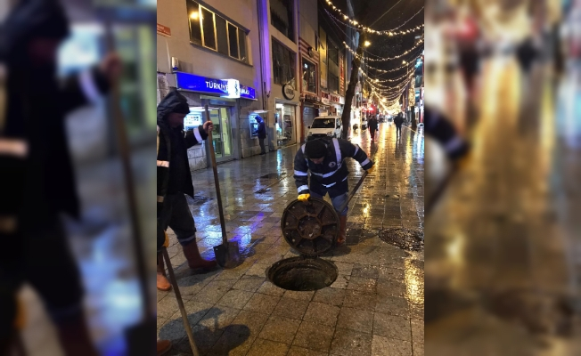Kartal Belediyesi'nden Sağanak Yağış Mesaisi