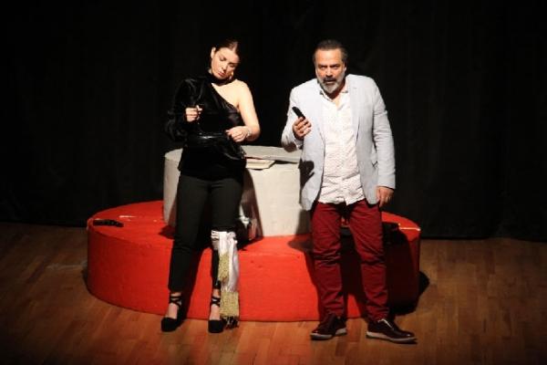 'Açık Aile' Adlı Tiyatro Oyunu Kartal'da Sahnelendi