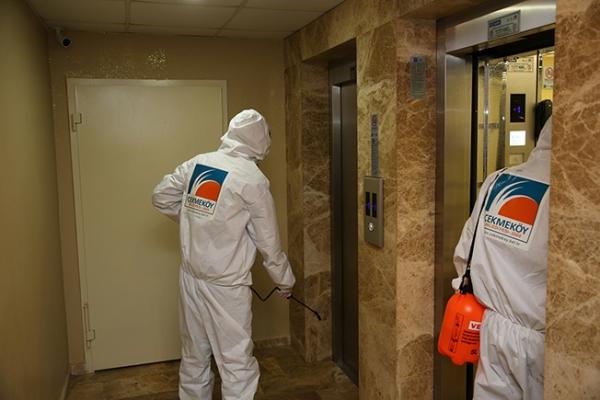 Asansörler Dezenfekte Ediliyor