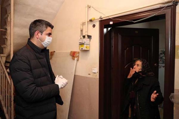 Gökhan Yüksel'den Yaşlı Vatandaşlara Kapıda Ziyaret