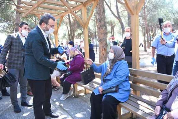 Başkan ilk gününü 65 yaş ve üstü vatandaşlarla birlikte geçirdi