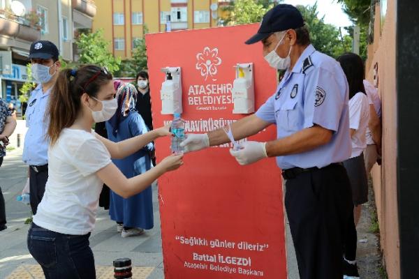 Sınava Giren Adaylara Maske, Dezenfektan ve Su Dağıtıldı